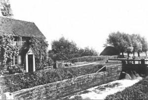 Pollards at Triggs Lock circa 1900